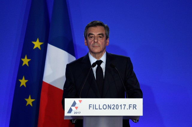François Fillon... (PHOTO MARTIN BUREAU, AGENCE FRANCE-PRESSE)