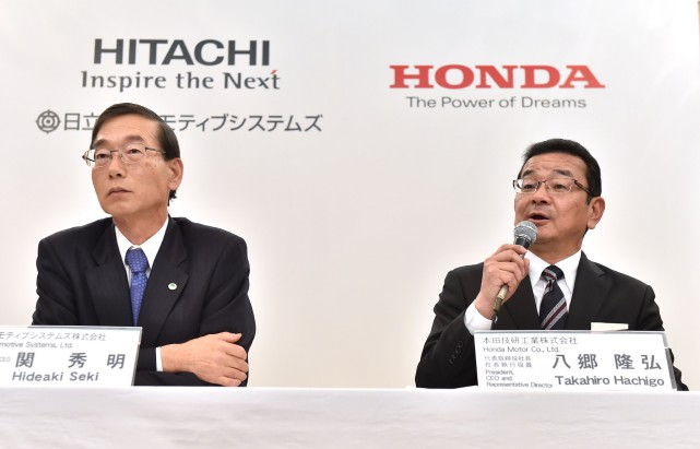 Hitonda ou Hondachi ? Les pdg de Hitachi Automotive... (Photo AFP)