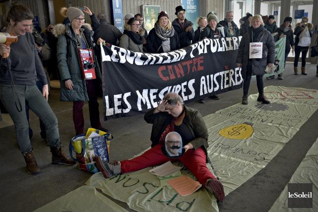 Pendant plus d'une heure, les protestataires ont pu... (Le Soleil, Pascal Ratthé)