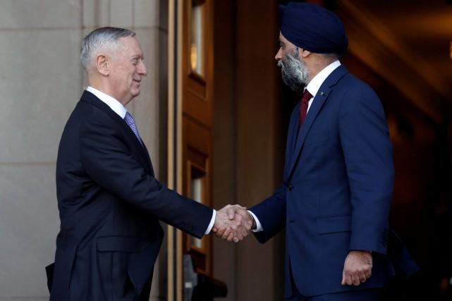 Le ministre de la DéfenseHarjit Sajjan a rencontré... (Photo Yuri Gripas, REUTERS)