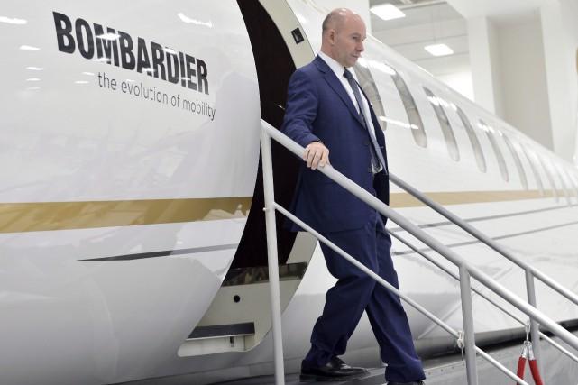 Le pdg de Bombardier,Alain Bellemare, descend d'un avion... (La Presse canadienne, Paul Chiasson)