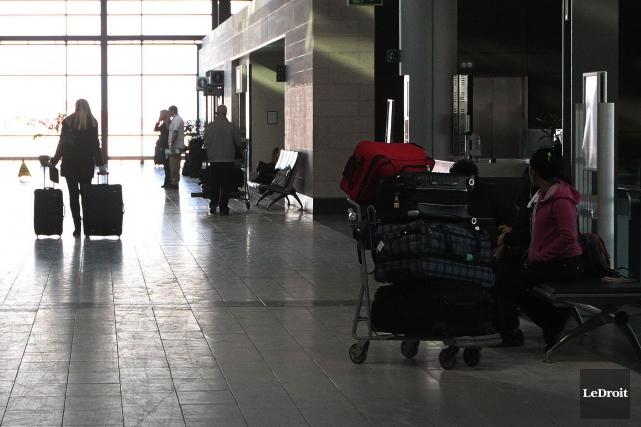 À l'aéroport d'Ottawa, 76% des agents de l'ASFC... (Etienne Ranger, Archives Le Droit)