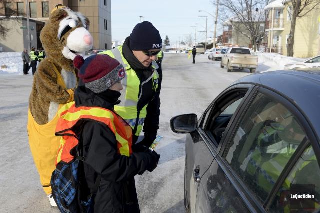 Une vingtaine d'automobilistes avec une conduite sécuritaire ont... (Photo Le Quotidien, Jeannot Lévesque)