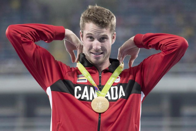 Derek Drouin... (Photo Frank Gunn, archives La Presse canadienne)