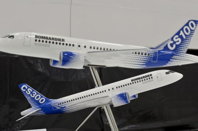 Deux modèles réduits de l'avion commercial CSeries de... (La Presse canadienne, Paul Chiasson)