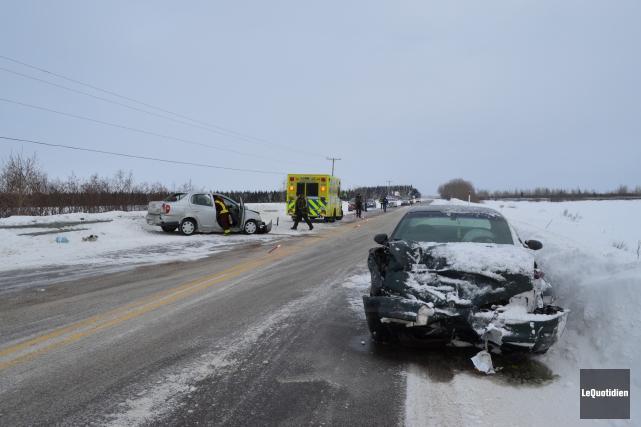 Une collision frontale a fait un blessé mercredi... (Photo le Quotidien, Louis Potvin)