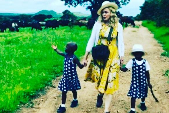 Madonna en compagnie de ses jumelles, Stella et... (PHOTO TIRÉE D'INSTAGRAM)