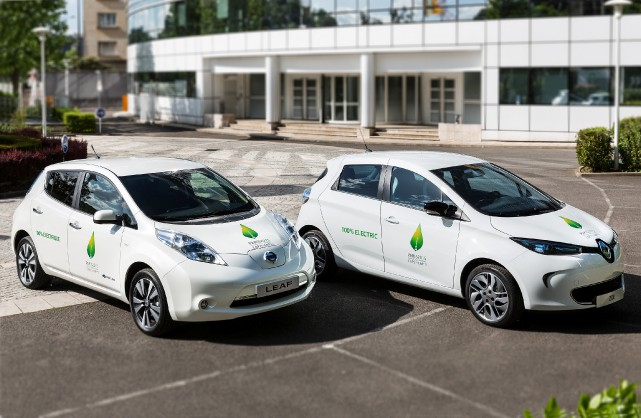La Nissan Leaf et la Renault Zoé, les... (Photo : Alliance Renault-Nissan)