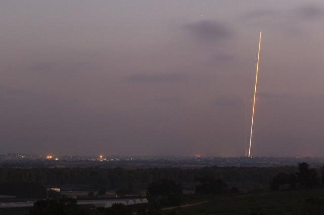 Des roquettes ont été détruites par des batteries... (ARCHIVES REUTERS)