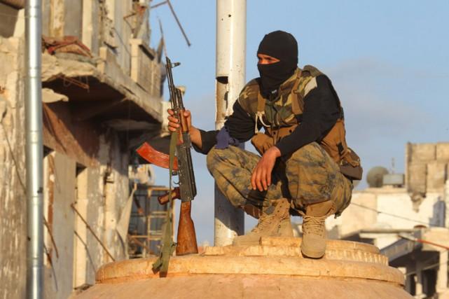 Un membre d'Al-Qaïda photographié dans le nord de... (PHOTO REUTERS)