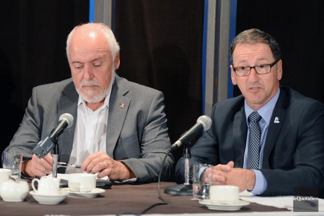 Gilles Potvin, maire de Saint-Félicien, et Richard Héˆbert,... (Archives Le Quotidien, Jeannot Lévesque)