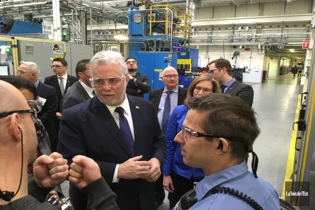 Le premier ministre Philippe Couillard a effectué ce... (Janick Marois, La Voix de l'Est)
