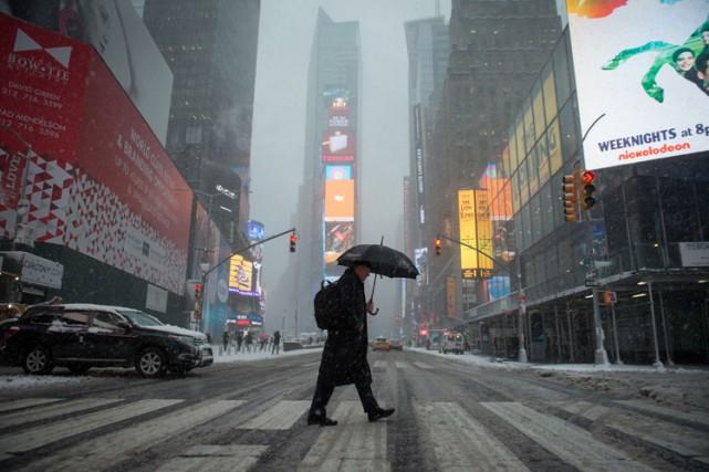 Jusqu'à 30 centimètres de neige étaient attendus à... (PHOTO AFP)