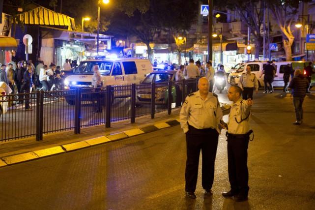 Des victimes ont été blessées par balles, une... (PHOTO AP)