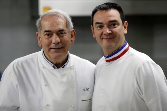 Le célèbre chef israélien Shalom Kadosh en compagnie... (PHOTO AFP)