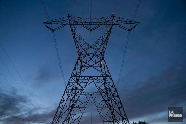 Hydro-Québec devrait réévaluer de manière plus détaillée l'enfouissement... (Archives, La Presse)