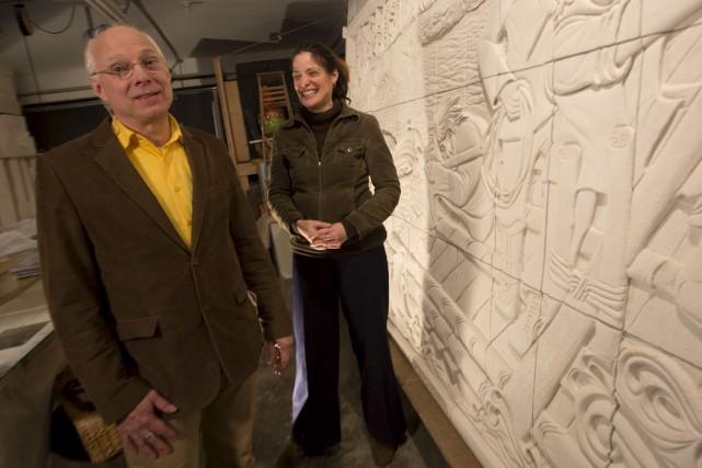 L'artiste Isabelle Regout et le coordonnateur du projet... (Simon Séguin-Bertrand, Le Drpoit)