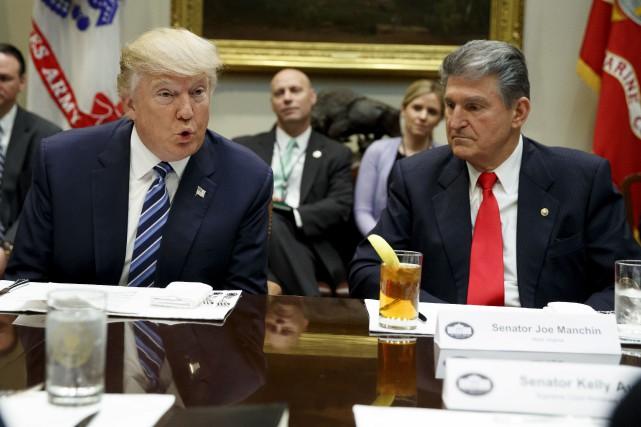 Le président américain, Donald Trump, a rencontré les... (AP, Evan Vucci)