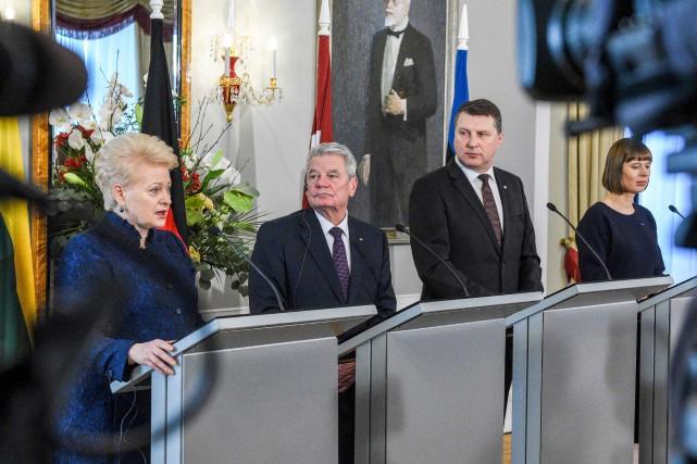 La présidente de la Lituanie, Dalia Grybauskaite (à... (AFP, Ilmars Znotins)