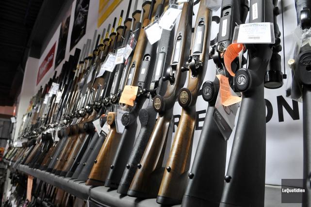 La réglementationexigerait que les armes fabriquées au pays... (Photo Archives Le Quotidien, Rocket Lavoie)