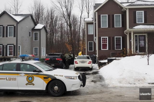 Les policiers ont réalisé 11perquisitions dans des résidences... (Alain Dion, La Voix de l'Est)