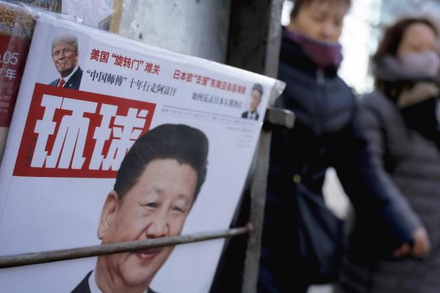 Le président chinois Xi et son homologue américain... (Photo Andy Wong, AP)