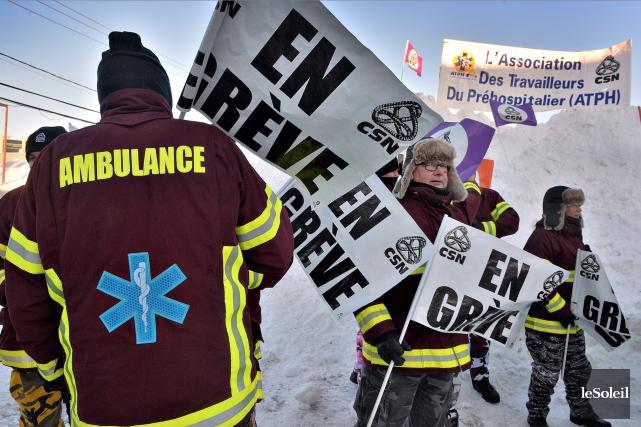 D'autres ambulanciers paramédicaux débraieront à leur tour à compter de lundi... (Le Soleil, Patrice Laroche)
