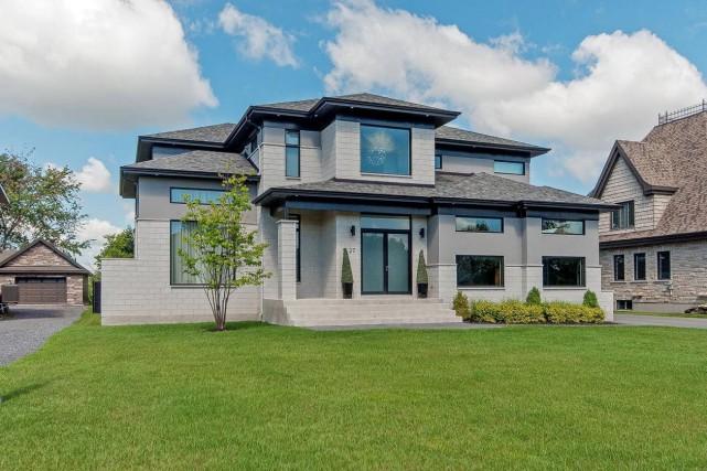 Cette maison àˆ éŽtage, offrant plus de 5000... (Photo fournie par Sotheby's Realty International QuéŽbec)