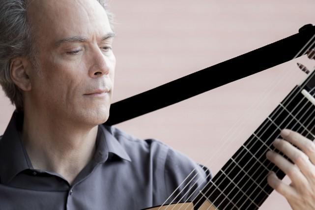 Le luthiste et guitariste Sylvain Bergeron... (Photo Didier Bertrand)