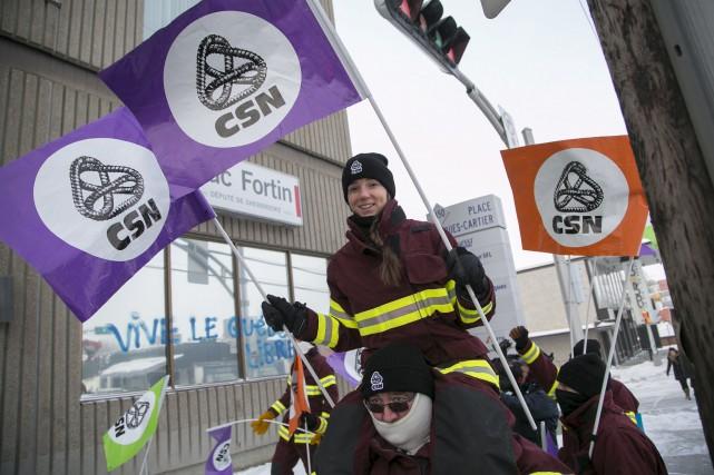 Les ambulanciers paramédicaux sont en grève pour 72... (Spectre Média, René Marquis)