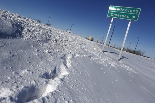 Près de la ville d'Emerson, au Manitoba, un... (Photo John Woods, La Presse canadienne)