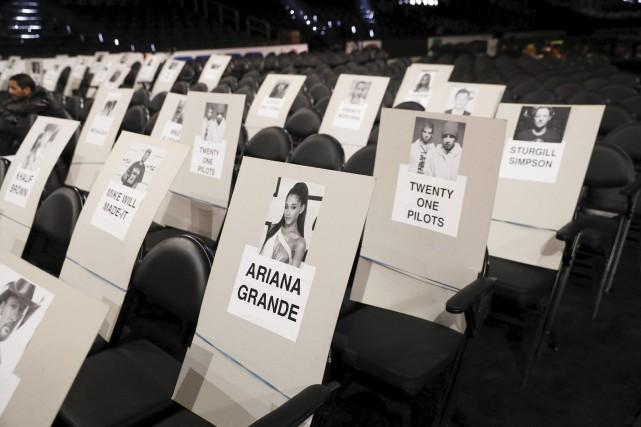 Les places sont déjà assignées au Staples Center... (AP, Matt Sayles)