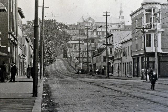 La rue de la Couronne en 1910... (Horace Bélinge)
