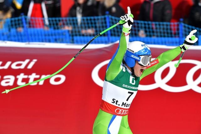 Ilka Stuhec a levé les bras en signe... (PHOTO DIMITAR DILKOFF, AFP)
