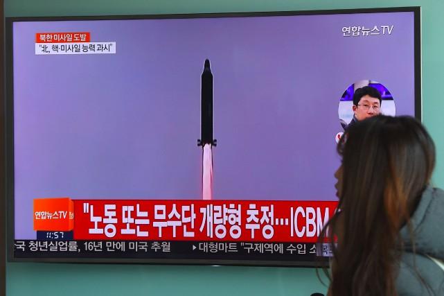 La Corée du Nord a tiré samedi un... (AFP, Jung Yeon-Je)