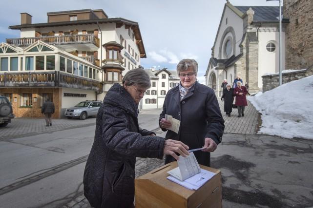 Près de 59 % des Suisses auraient dit... (AP, Benjamin Manser)