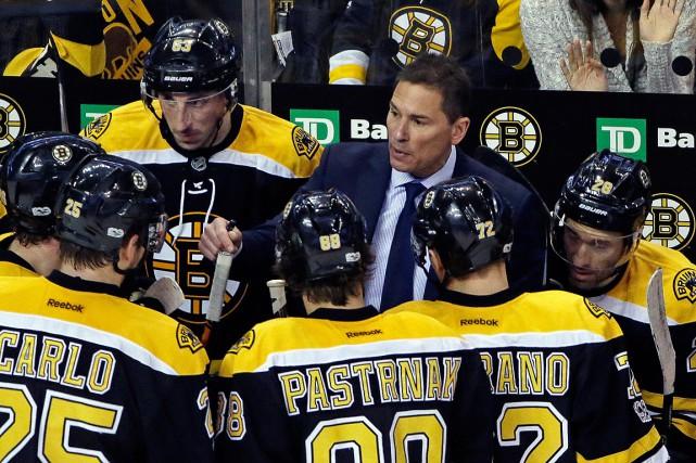 Le nouvel entraîneur des Bruins Bruce Cassidy donne... (Photo Elise Amendola, AP)