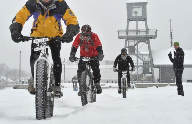 Quelque 97 amateurs de fat bike ont pris... (Spectre Média, Maxime Picard)