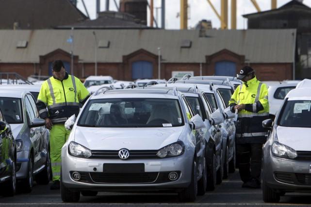 Volkswagen, désormais premier constructeur mondial, avait reconnu en... (AFP, Patrik Stollarz)