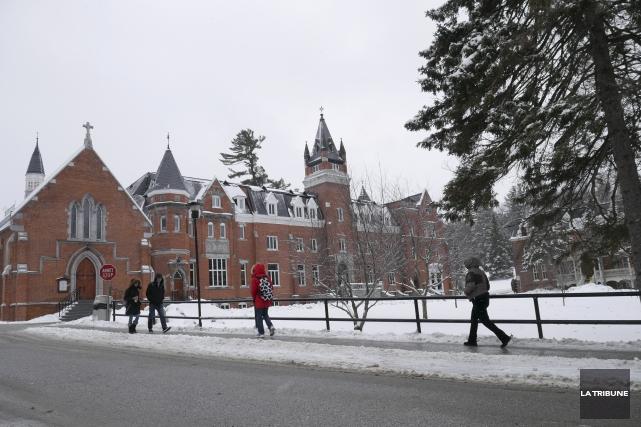 Les étudiants de l'Université Bishop's ont majoritairement accepté... (Archives La Tribune, René Marquis)