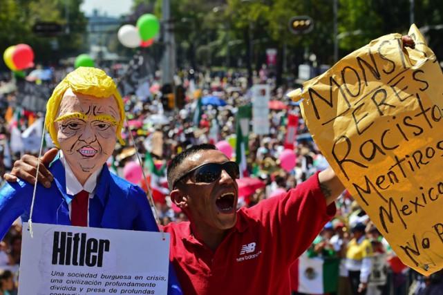 Les manifestants ont envahi la principale avenue de... (PHOTO AFP)