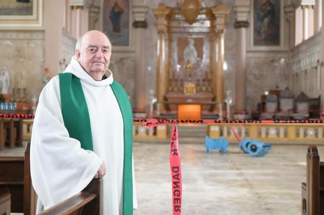 Le curé François Donaldson ne sait toujours pas... (Andréanne Lemire, Le Nouvelliste)