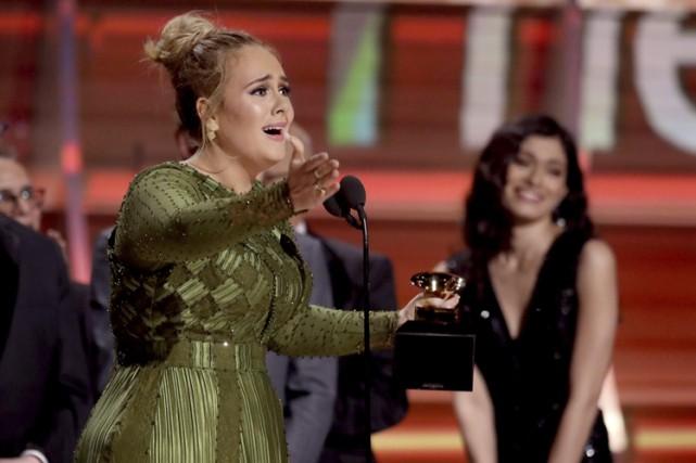 Adele est venue cueillir le prix de l'album... (PHOTO AP)