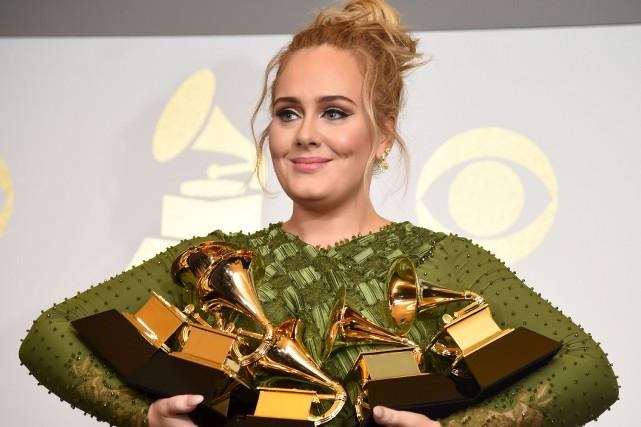 Adele a raflé les cinq Grammys pour lesquels... (AFP, Robyn Beck)