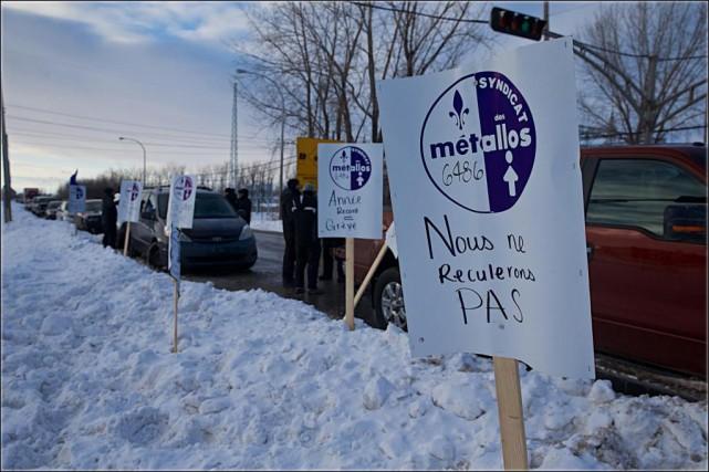 Les371travailleurs syndiqués de l'usine de CEZinc à Valleyfield... (Photo André Pichette, La Presse)