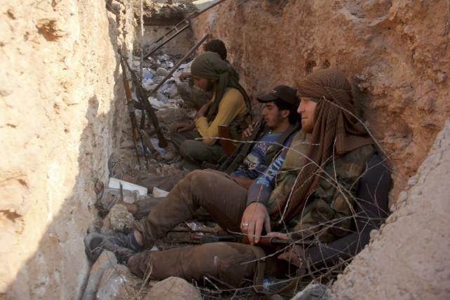 Des rebelles aidés du groupe djihadiste Fateh Al-Cham... (Photo Omar haj kadour, archives Agence France-Presse)