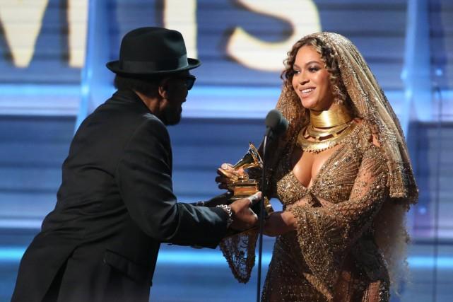 Beyoncé reçoit le Grammy du meilleur album urbain... (PHOTO REUTERS)