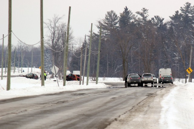 L'accident est survenu sur le chemin Colonial, près... (Martin Brunette, Le Droit)
