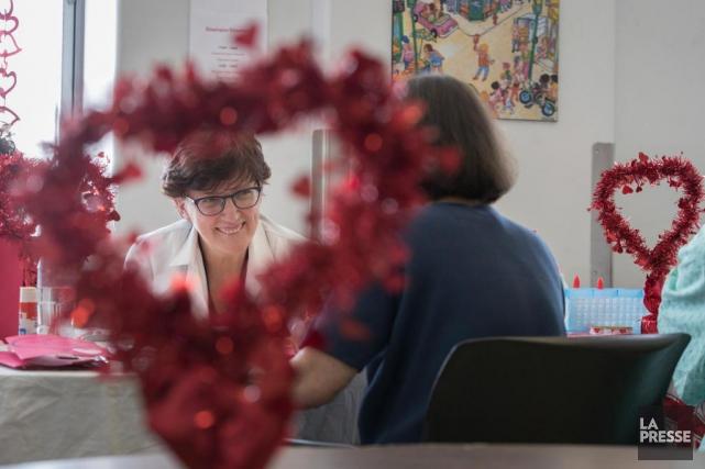 Flora Masella, coordonnatrice en récréologie, organise des activités... (PHOTO IVANOH DEMERS, LA PRESSE)