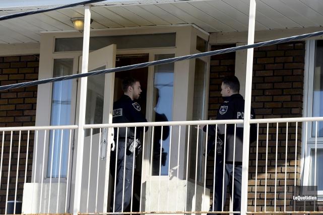 Un déploiement policier s'est déroulé mardi après-midi sur... (Photo Le Quotidien, Jeannot Lévesque)